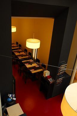JAPIGO_-_Zugang_zur_Lounge_klein.JPG